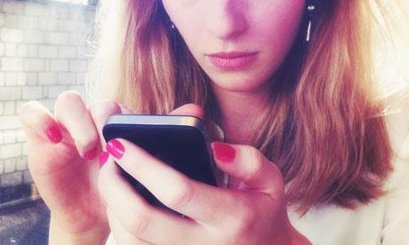 kadınların akıllı telefonlar ile ilgisi
